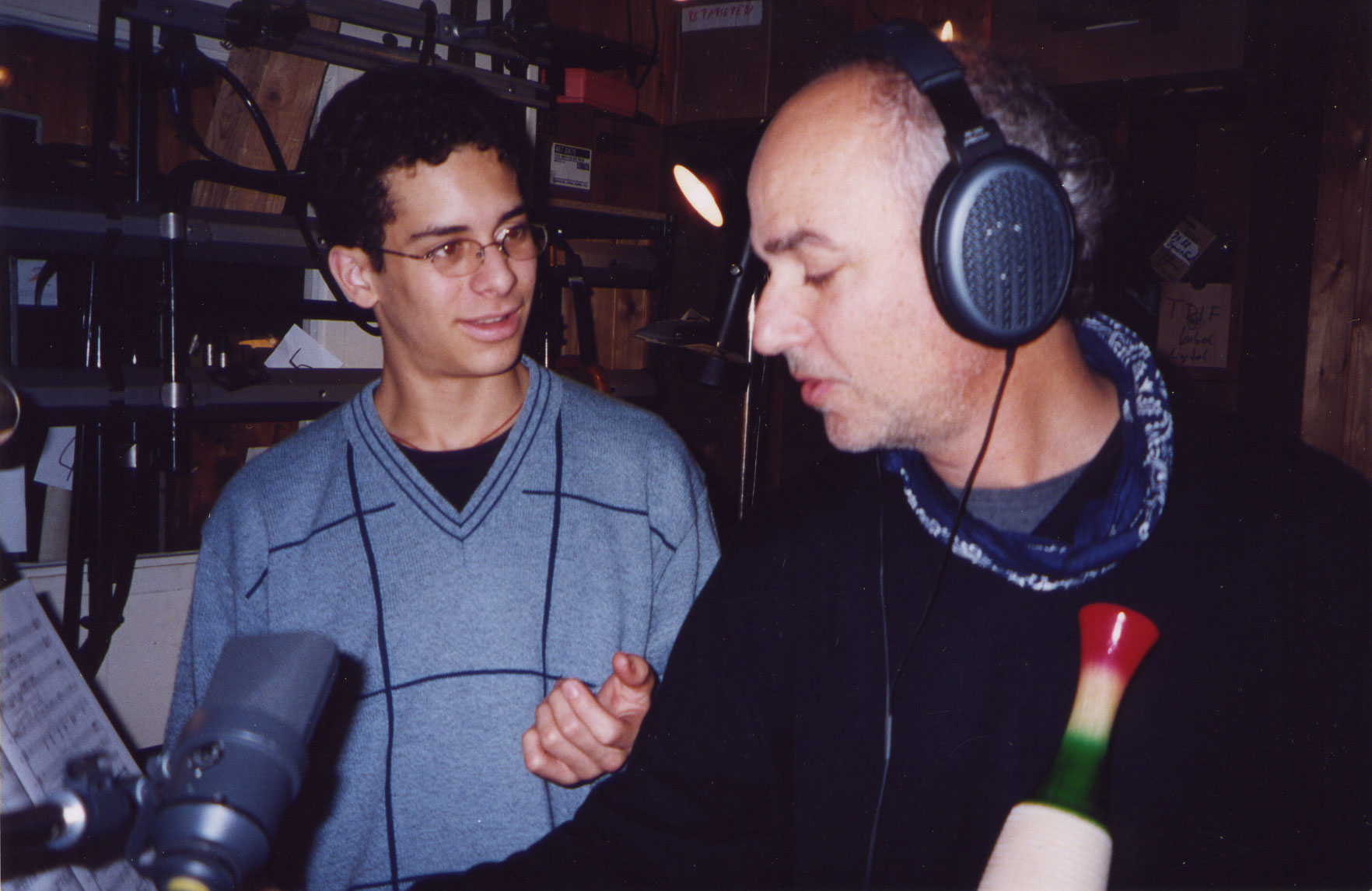 With double bass virtuoso Edicson Ruiz dubbing a güiro part for a recording (Berlin, 2002)