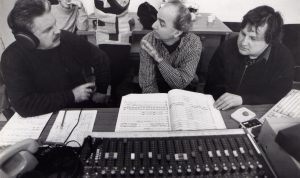 Discussing recording settings with pianist Leopoldo Betancourt and producer Christian Feldgen (Berlin, 1999)
